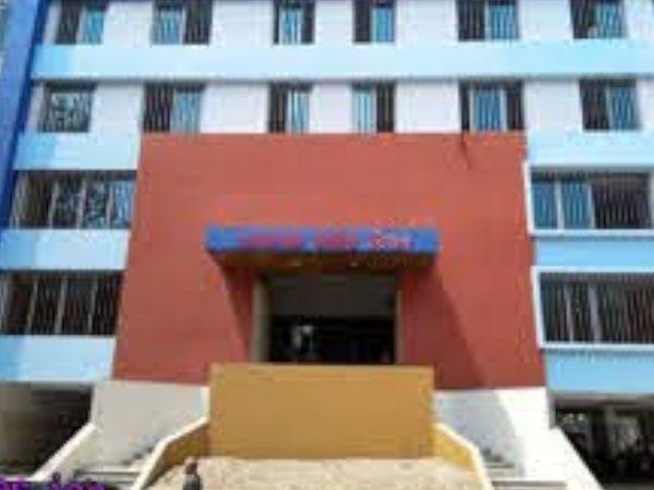 કતારગામ વિસ્તારમાંથી પોલીસે ડુપ્લિકેટ કર્મચારીની ધરપક઼ડ કરી વધુ તપાસ હાથ ધરી છે. - Divya Bhaskar