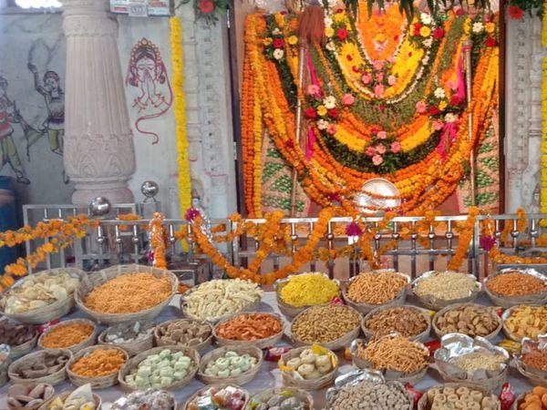 મંદિર ખાતે ભવ્ય અન્નકૂટ મહોત્સવ ઉજવાયો - Divya Bhaskar