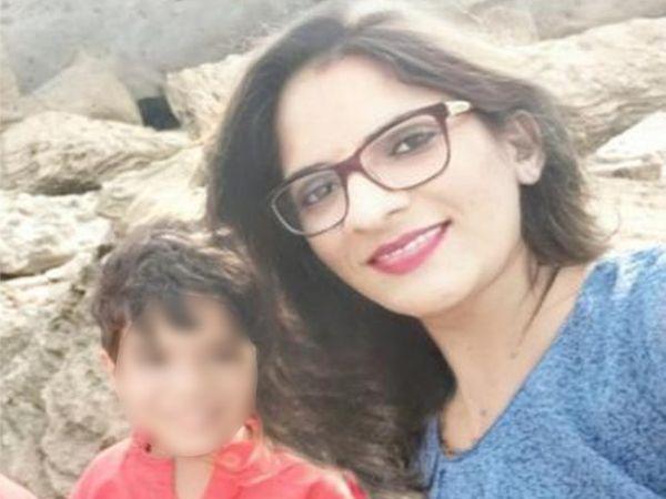 આપઘાત કરી લેનાર અમિતા જોશીની પુત્ર સાથેની ફાઈલ તસવીર. - Divya Bhaskar