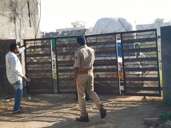 નસવાડી પોલીસે ખેડૂતોના વાહનો CCI સેન્ટરની અંદર લેવડાવ્યા હતા