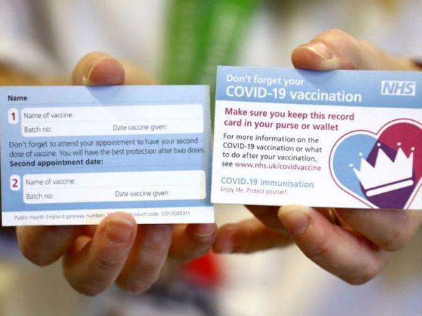 બ્રિટન નેશનલ હેલ્થ સર્વિસે સોમવારે કોરોના વેક્સિનનો ફોટો જાહેર કર્યો. વેક્સિન લગાડવામાં આવ્યા બાદ આ કાર્ડ આપવામાં આવશે