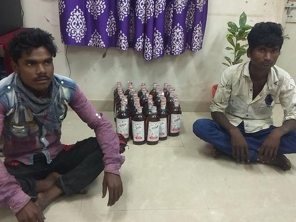 ખંડીબારા ગામેથી દારૂ સાથે પકડાયેલા આરોપીઓ. - Divya Bhaskar