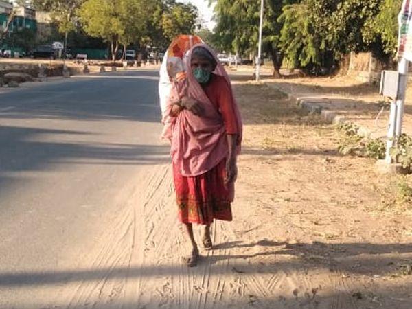 કચરો વીણનારાં વૃદ્ધા પણ માસ્કનું મહત્ત્વ સમજે છે, તમે પણ સમજો - Divya Bhaskar