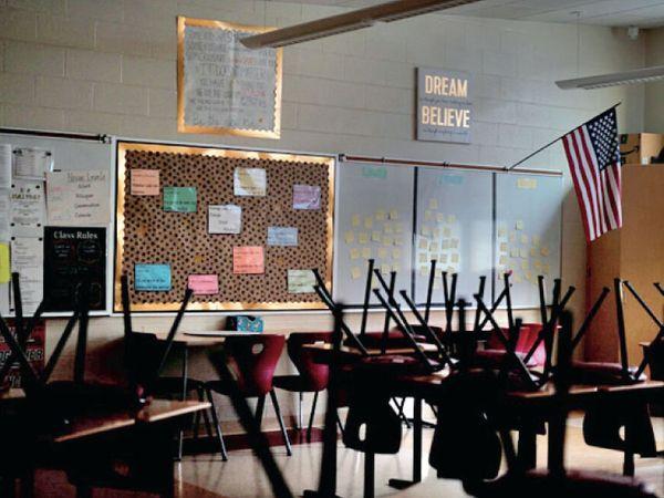 સ્કૂલ બંધ થવાથી એ ચર્ચા છેડાઈ ગઈ કે, શિક્ષકને એસેન્શિયલ વર્કર માનવા કે નહીં.
