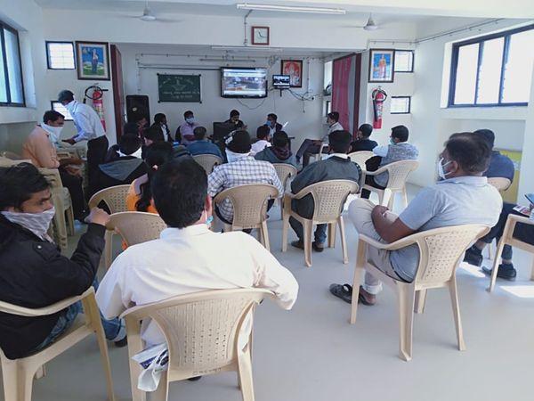 વર્તમાન સ્થિતિએ 394 જેટલા વિદ્યાર્થીઓનું જવાહર નવોદય પરીક્ષા માટે રજિસ્ટ્રેશન કરવામાં આવ્યું છે. - Divya Bhaskar