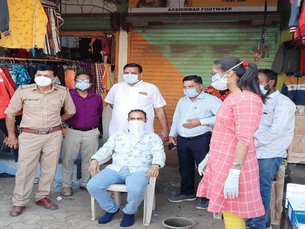 કાછીયાઓની સાથે ફેરીયા, પાલિકા સ્ટાફ-સફાઇ કામદારના ટેસ્ટ કરાયા. - Divya Bhaskar