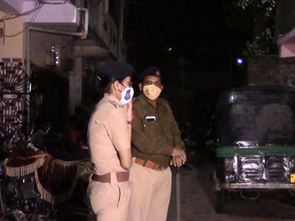 પોલીસે તપાસ કરતા મહિલાની લાશ કોથળામાં મળી આવી હતી. - Divya Bhaskar