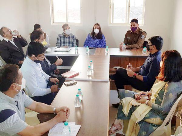 રાજકોટમાં એઇમ્સ હોસ્પિટલના ખાતમુહૂર્તના કાર્યક્રમને લઇને કલેક્ટરની અધ્યક્ષતામાં બેઠક મળી - Divya Bhaskar