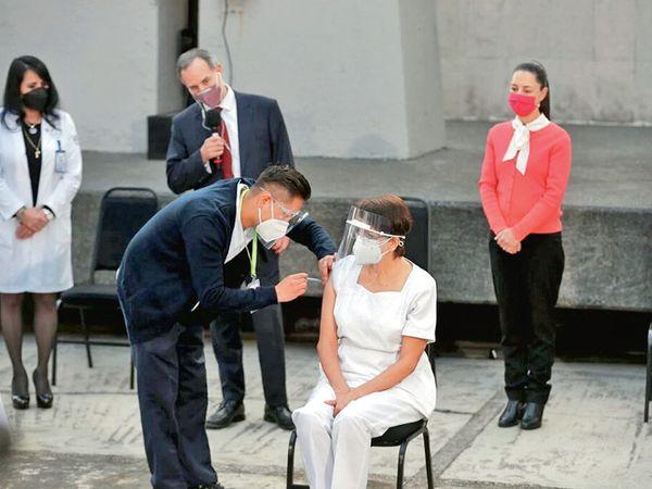 મેક્સિકોમાં પણ રસીકરણની શરૂઆત થઈ. - Divya Bhaskar