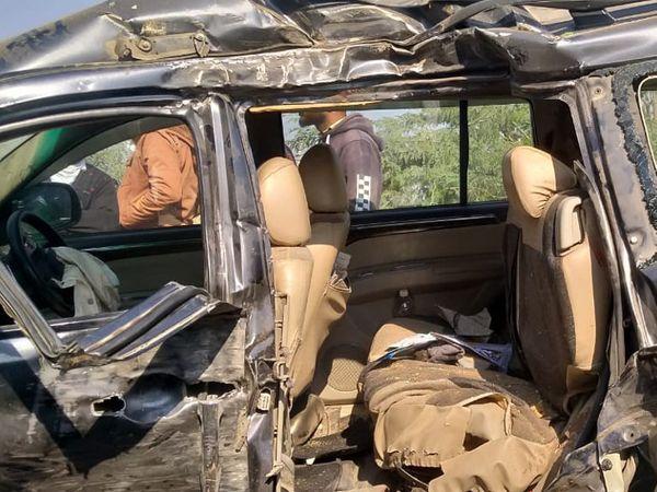 આ અકસ્માત એટલો ભયંકર હતો કે ગાડી ફંગોળાઈને ઝાડીમાં ફેંકાઈ ગઈ હતી. - Divya Bhaskar
