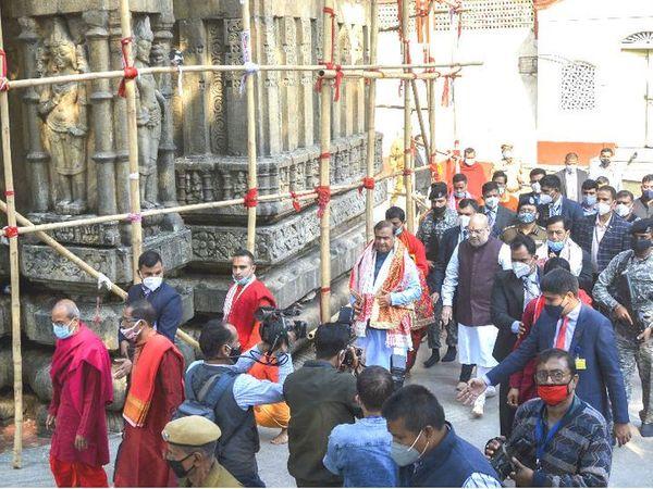 ગૃહમંત્રી અમિત શાહ પૂર્વોત્તરના પ્રવાસ પર છે. રવિવારે તેમણે શક્તિપીઠ કામખ્યા મંદિરમાં પુજા-અર્ચના કરી હતી. - Divya Bhaskar