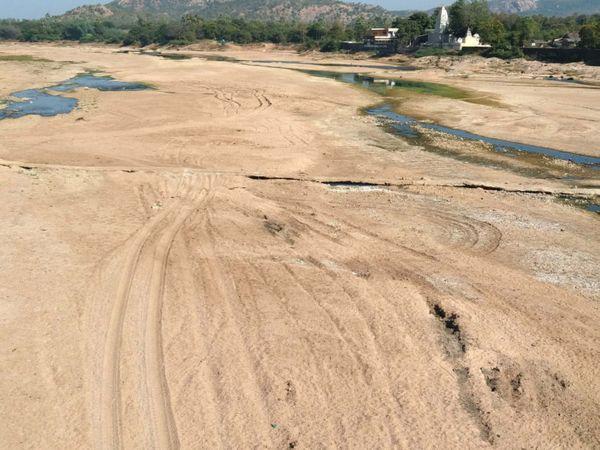 છોટાઉદેપુરમાં ઓરસંગ નદીમાં ગેરકાયદે રેતી ખનન - Divya Bhaskar