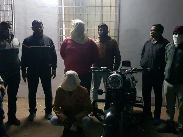 લૂંટ કેસના આરોપીઓની પોલીસે ધરપકડ કરી હતી - Divya Bhaskar