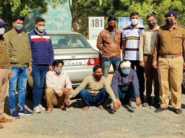 પોલીસે આ ગેંગ ચોરી કરવા એક ફ્લેટમાં ઘૂસે એ પહેલાં તેને ઝડપી પાડી હતી. - Divya Bhaskar