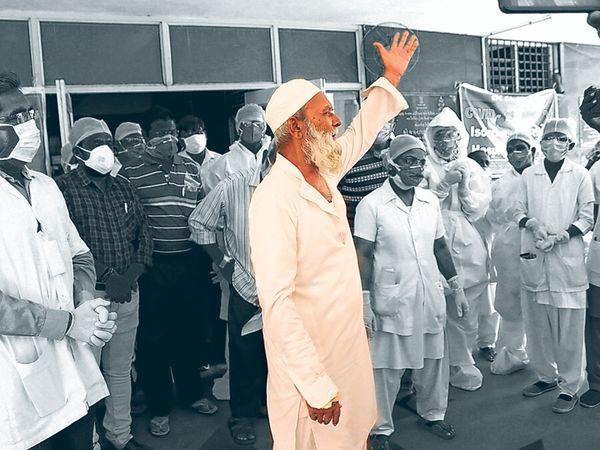 92 વર્ષીય વૃદ્ધ રજાકભાઈએ 24 દિવસ સુધી લડી કોરોનાને પરાજિત કરેલો - Divya Bhaskar
