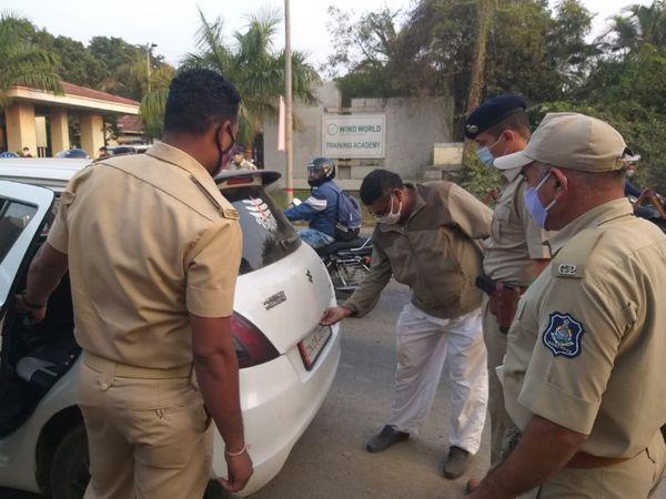 દમણ કે રાજ્ય બહારથી ગુજરાત આવતા વાહનોનું પણ પોલીસ દ્વારા ચેકીંગ હાથ ધરાયું છે.