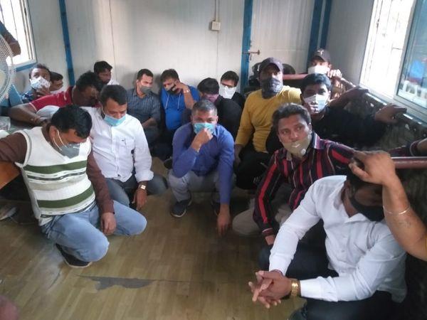 વલસાડ જિલ્લામાં 30મીની રાતે જ પોલીસે ચેકીંગ હાથ ધરીને પીધેલાઓને ઝડપી લઈને કાર્યવાહી હાથ ધરી છે. - Divya Bhaskar