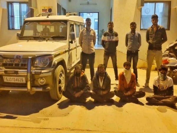 પકડાયેલા 4 આરોપીઓ - Divya Bhaskar