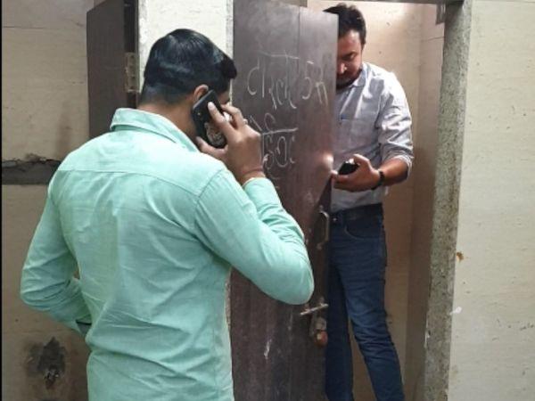 હત્યાની જાણ થયા બાદ પોલીસે તપાસ હાથ ધરી હતી. - Divya Bhaskar