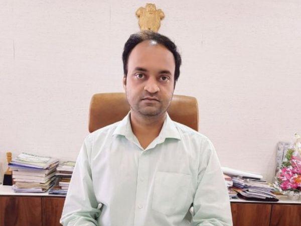 જિલ્લા ક્લેક્ટર ડો. ધવલ પટેલે ચૂંટણીને ધ્યાનમાં રાખીને હથિયારબંધી અમલી કરી છે. - Divya Bhaskar