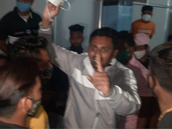 સફાઇ કામદારના મૃત્યુ બાદ હોસ્પિટલમાં પરિવારજનોનો હોબાળો