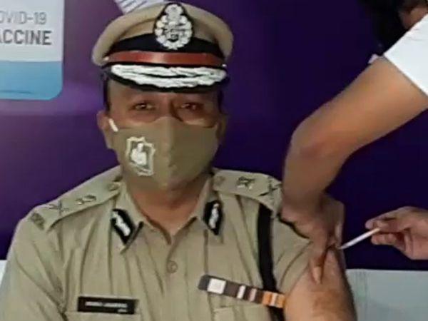 રાજકોટ પોલીસ કમિશનર મનોજ અગ્રવાલે રસી લીધી. - Divya Bhaskar