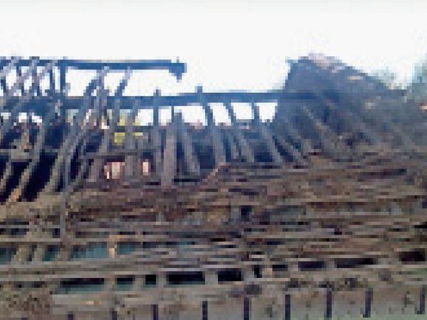 અભલોડમાં કાચા મકાનમાં આગ. - Divya Bhaskar