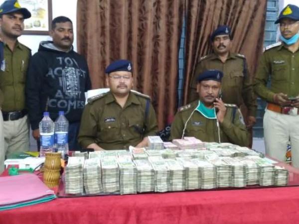 મધ્યપ્રદેશ પોલીસે 1.74 કરોડ રૂપિયાની રોકડ જપ્ત કરી છે. - Divya Bhaskar