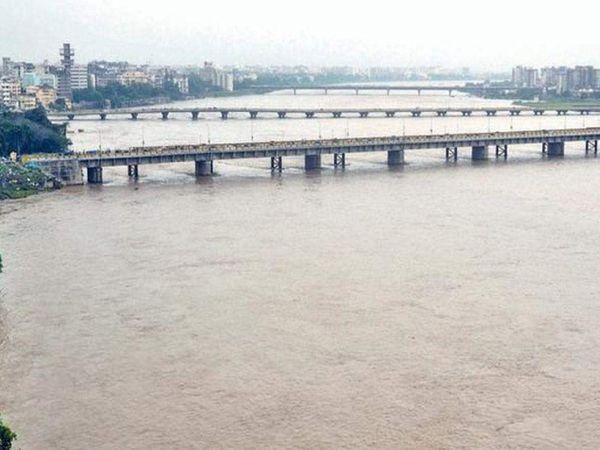 તાપી નદીની ફાઇલ તસવીર. - Divya Bhaskar