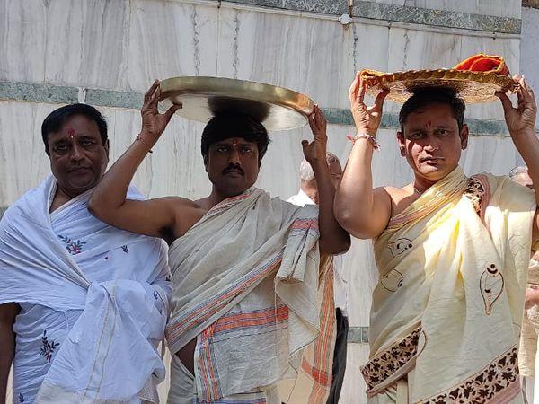 પાટડી જૈન દેરાસરની 16મી વર્ષગાંઠની દબદબાભેર ઉજવણી - Divya Bhaskar