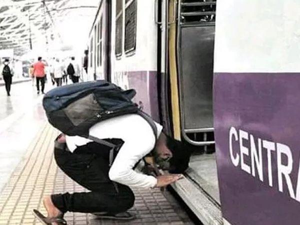 આ ઘ્યાન ખેંચતી એક તસવીરે બિઝનેસ મેન આનંદ મહિન્દ્રાનું પણ ધ્યાન ખેંચ્યું છે. તેમણે લખ્યું હતું કે આ ભારતનો આત્મા છે. આ તસવીર મુંબઈના એક રેલવે સ્ટેશનની છે, જ્યાં લોકલ પકડવા પહોંચેલા એક યુવકે ટ્રેન પર ચઢતા પહેલા નમીને ટ્રેનને વંદન કર્યા હતા. મુંબઈ લોકલ ટ્રેન વ્યવસ્થાને મુંબઈની લાઈફ લાઈન કહે છે એ વાતને કદાચ આ તસવીર સિદ્ધ કરે છે. કોરોનાના લીધે 11 મહિના સુધી લોકલ ટ્રેનો બંધ રહી હતી અને હવે 1 ફેબ્રુઆરીથી લોકલ ટ્રેન શરૂ કરવામાં આવી છે.