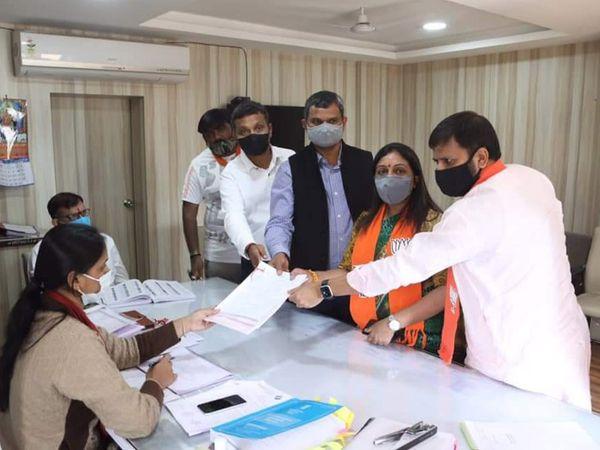 ભાજપના ઉમેદવારોએ ફોર્મ ભર્યું. - Divya Bhaskar