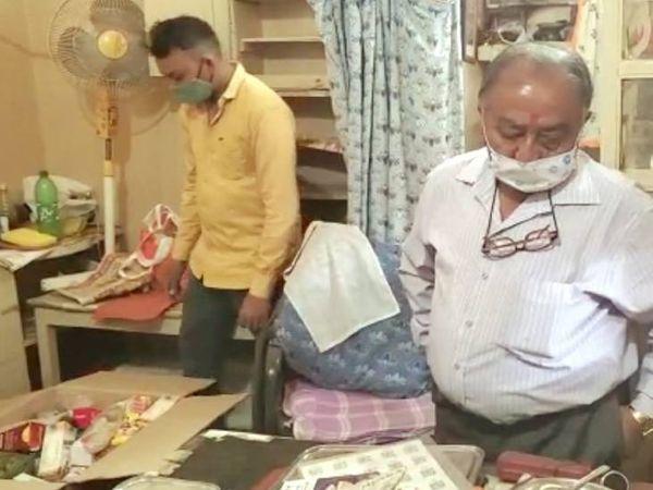 બોગસ તબીબ મદન શાહ સામે નડિયાદ તાલુકા હેલ્થ વિભાગે કાર્યવાહી હાથ ધરી - Divya Bhaskar
