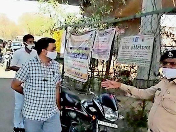 અંકલેશ્વરની વાલિયા ચોકડી પાસે પોલીસ બંદોબસ્ત ખડકાયો હતો. - Divya Bhaskar