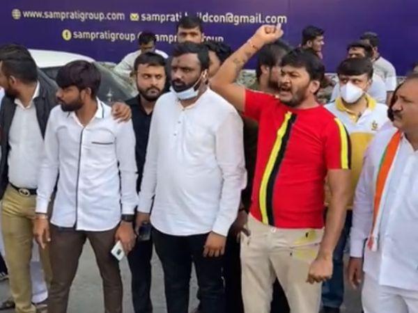 ફોર્મ ન ભર્યા બાદ પાસના કાર્યકરોએ કોંગ્રેસ વિરૂધ્ધ નારેબાજી કરી હતી. - Divya Bhaskar