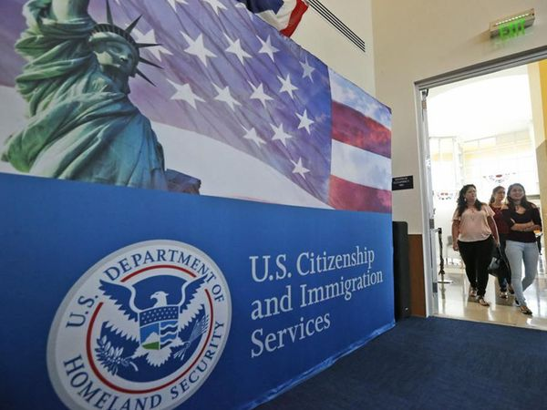 H-1B વિઝા અમેરિકન કંપનીઓને વિશેષજ્ઞતા ધરાવતા પ્રોફેશનલ્સને જોબ પર રાખવાની અનુમતિ આપે છે. - Divya Bhaskar