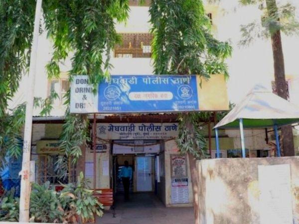 છોકરીને સળગાવવાની કોશિશ અને પછી છોકરીના કારણે છોકરો સળગી ગયો હોવોનો વિચિત્ર કિસ્સો પ્રકાશમાં આવ્યો છે. આ અંગે મેઘવાડી પોલીસ સ્ટેશનમાં કેસ નોંધવામાં આવ્યો છે. - Divya Bhaskar