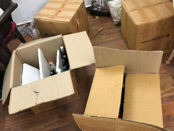 ઓફિસ અને ઘરમાંથી દારૂની બોટલો મળી હતી - Divya Bhaskar