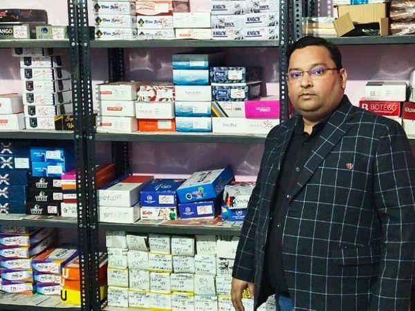 લોકડાઉન અગાઉ પ્રશાંત એક ઓપ્ટિકલ કંપનીમાં કામ કરતા હતા, ત્યાં તેમની સેલેરી મહિને 50 હજાર રૂપિયા હતી. - Divya Bhaskar