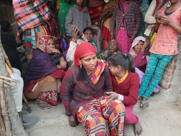 જિતેન્દ્રના પરિવારના સભ્ય. આમના પરિવારમાંથી છ લોકો ઉત્તરાખંડ ગયા હતા, જેમાંથી એક સાથે વાત થઈ રહી છે, બાકી પાંચ ગુમ છે.