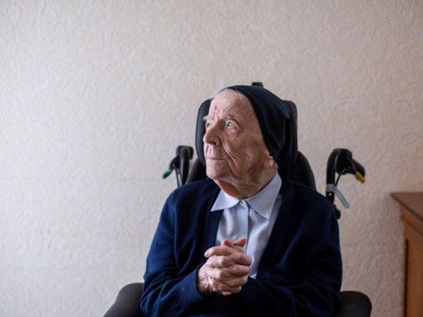 ફ્રાન્સની 117 વર્ષની નન સિસ્ટર એન્ડ્રી સંક્રમણથી મુક્ત થઈ ગઈ છે. તેઓ બે સપ્તાહ પહેલાં સંક્રમિત થયાં હતાં.