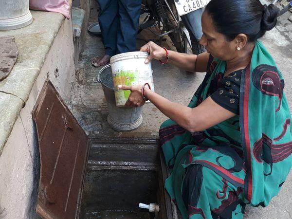 સાંકડી ગલીઓમાં આગ અને અકસ્માત સમયે બચાવ કામગીરીમાં ખૂબ જ તકલીફ પડે છે. - Divya Bhaskar