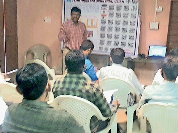 ઘરે બેઠા શિક્ષણ આપવા દીક્ષા પોર્ટલ તાલીમ યોજાઈ. - Divya Bhaskar