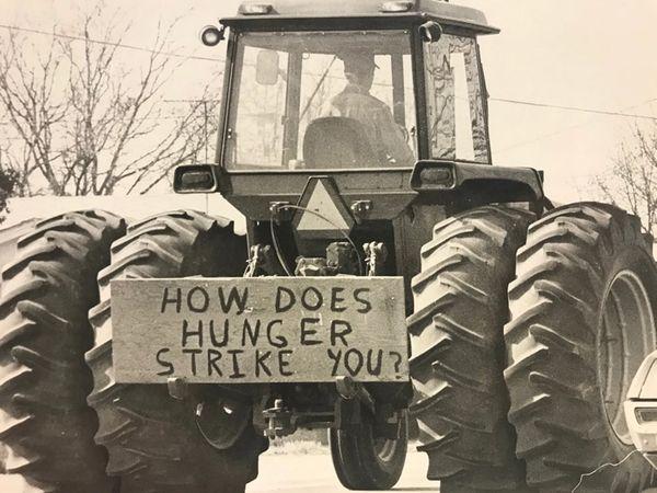 અમેરિકન એગ્રિકલ્ચર મૂવમેન્ટમાં સામેલ ખેડૂતોએ પાકની યોગ્ય કિંમત અંગે કરેલા આંદોલનમાં તત્કાલીન અમેરિકન રાષ્ટ્રપતિ જિમી કાર્ટરનાં બહેન ગ્લોરિયા કાર્ટર સ્પાન પણ સામેલ હતાં. - Divya Bhaskar