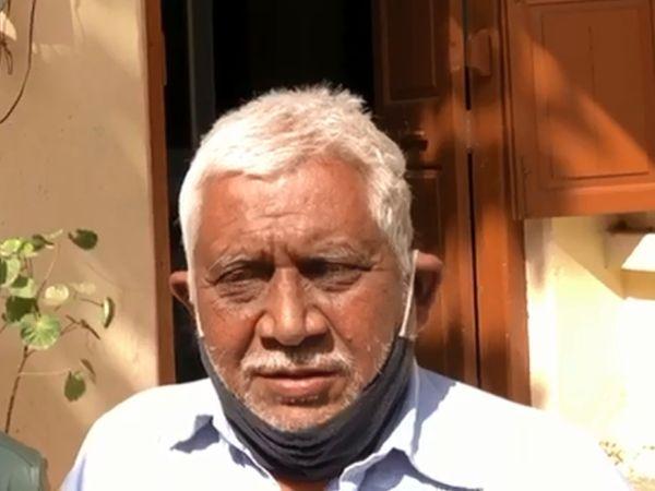 પુત્રની સાથે 71 વર્ષીય પિતાને પણ પોલીસ ઉપાડી ગઈ.
