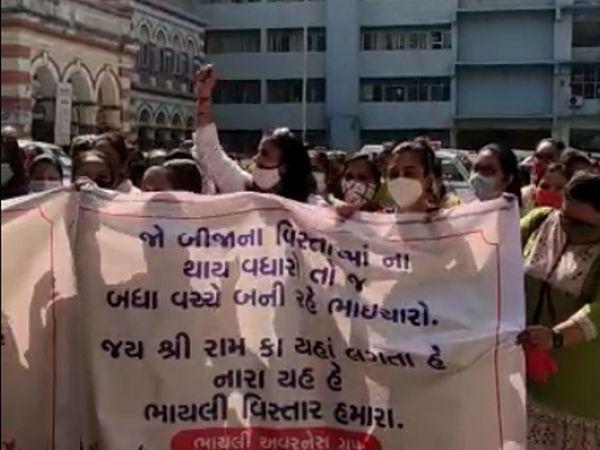 મહિલાઓએ પોતાના વિસ્તારમાં અશાંતધારો લાગૂ કરવાની માગ કરી હતી