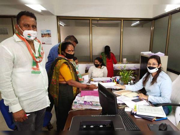 જિલ્લા પંચાયતની સીટ માટે રાજકીય પક્ષના 240 ઉમેદવારોએ ફોર્મ ભર્યા હતા. - Divya Bhaskar
