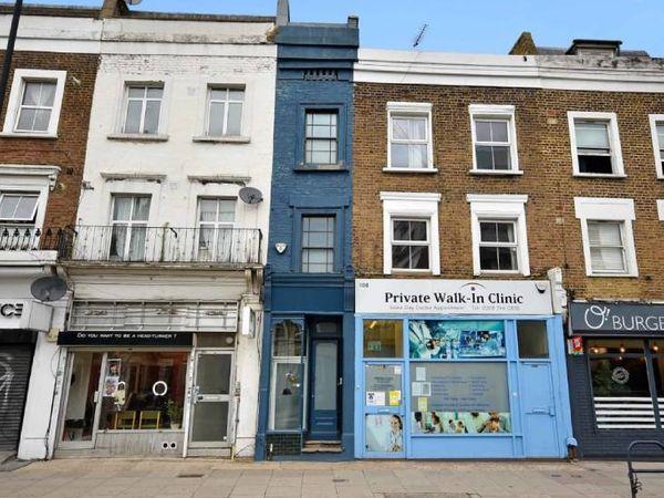 બ્લૂ પેઇન્ટ કરેલું લંડનનું સાંકડું ઘર - Divya Bhaskar