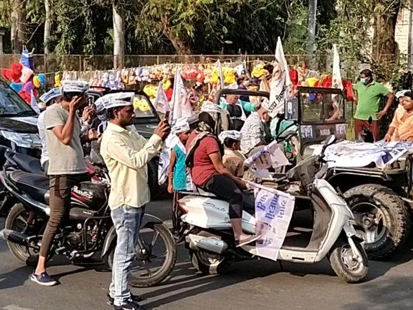 ગુજરાતમાં શિક્ષણનું સ્તર ઘટ્યું હોવાના આક્ષેપ કરાયા હતાં.