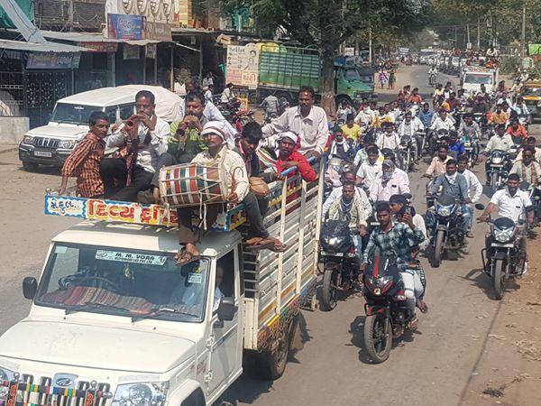 નસવાડીમાં ચૂંટણીનો ઉત્સાહ સાથે કાર્યકરો ગામે ગામથી ઉમટી પડયા હતા. - Divya Bhaskar
